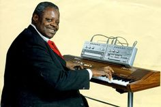 ローランド PianoPlus 70を弾くオスカー・ピーターソン。バッキング・マシンとしてTB-303とTR-606が! 1982年、アメリカでのローランドの広告だそうです。