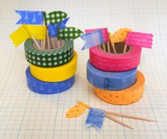 Washi tape designs give a personalized style to your favorite things! Check out this roundup of 100 washi tape ideas to try. Tapas, Duct Tape, Masking Tape, Create A Flag, Cinta Washi, Washi Tape Crafts, Washi Tapes, Decorative Tape, Idee Diy