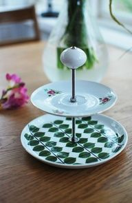 Lovely way to make good use of thrift porcelain. Cute jewelry holder or food platter Doll Crafts, Fun Crafts, Amazing Crafts, Food Platters, Made Goods, Easy Diy, Simple Diy, Craft Fairs, Creme