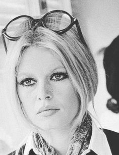 Top 10 Countries With The World's Most Beautiful Women (Pictures included) Brigitte Bardot, Bridget Bardot, Marlene Dietrich, Bb Style, Style Icons, Greta, French Actress, The Bikini, Fashion Pictures
