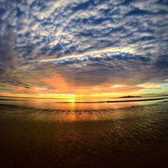 Buenos días desde #SanFelipe! Otro amanecer perfecto!  Aventura compartida por pjwark #sea #beach #travel #visit #explore #mexico