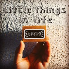 Because when you stop and look around, life is pretty amazing~! ✨✨✨✨✨✨ . #happiness #littlethings #happy #familyday #weekend #goodvibes #thegoodvibetribe #happyvibes #quotes #notetoself #minimalist #matchbox #matchboxcard #matchboxart #paper #paperart #paperlove #papercraft #handmade #handmadehq #handmadecard #handmadelove #handmadeisbetter #makersvillage #craftsharecircle