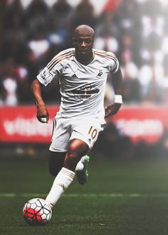Andre Ayew of #Swansea has been named #Barclays #PremierLeague Player of the Month for #August. #Swans #BPL