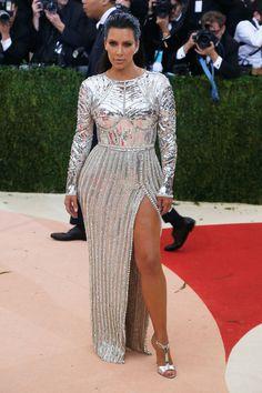 Kim Kardashian en robe Balmain sur-mesure au gala du MET Ball 2016