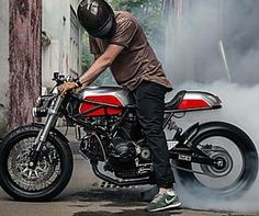 Red Alert: Ducati 900 SS i.e. by Moscow's Birdie Customs