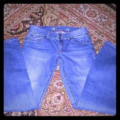 Tommy Hilfiger jeans Boot cut jeans the label is gone from the inside. I measured with a tape measure and came up with size 26. Tommy Hilfiger Jeans