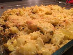 Gehakt, kerrie en bloemkool...een heerlijke vertrouwde combinatie voor een ovenschotel. Maggi heeft er een mix voor, maar die heb je helemaal niet nodig met dit eenvoudige en lekkere recept. Wat heb je nodig voor vier personen? 400 gram bloemkool, in kleine... #food #recept #zonderpakjesenzakjes