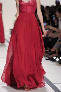 Elie Saab at Paris Fashion Week Spring 2014 - Livingly