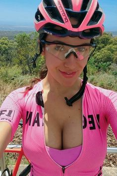 Bmx Girl, Biker Girl, Biker Chick, Bicycle Women, Bicycle Girl, Hot Tattoo Girls, Cycling Girls, Cycle Chic, Bike Style