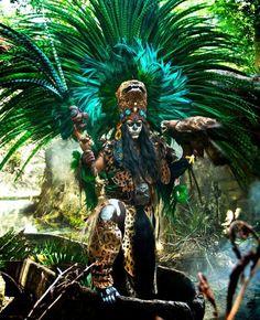 penacho guerrero azteca - Buscar con Google