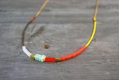 Colorblocked Long collier de perles orange jaune par sonofasailor