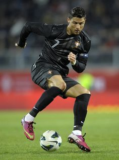 Cristiano Ronaldo aka ~ Born 5 February, He is a Portuguese professional footballer who plays as a Forward (striker) for Spanish La Liga club Real Madrid. He also serves as captain of the Portuguese national team. Soccer Stars, Sports Stars, Football Soccer, Soccer Guys, Cristiano Ronaldo Junior, Cristano Ronaldo, Ronaldo Soccer, Cr7 Vs Messi, Neymar