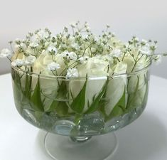 White roses- Weisse Rosen Simple decoration with white rose heads and gypsophila - White Rose Centerpieces, Wedding Centerpieces, Table Centerpieces, Fresh Flowers, Beautiful Flowers, Modern Flower Arrangements, Deco Originale, Flower Vases, Bouquet Flowers