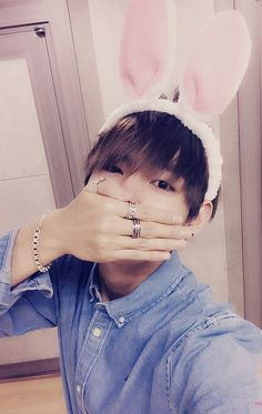 Bunny Tae is so cute OMG i WANT TO BE A BUNNY TOO Q_Q