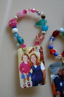 Pink and Green Mama: Homemade Christmas Gifts: Shrinky Dink Photo Ornaments