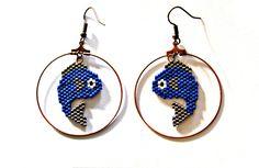 Boucles d'oreilles poisson bleu et argent en perles miyuki - tissage peyote/brickstitch
