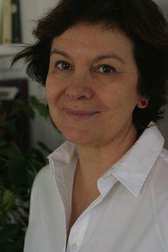 """Il suo ultimo romanzo, edito da Garzanti Libri, s'intitola """"Entra nella mia vita"""". Con """"Il profumo delle foglie di limone"""" ha sbancato le classifiche spagnole. Clara Sanchez è tra le protagoniste di """"Assaggi di WE"""", il progetto di #Women4Expo per BookCity Milano. #Expo2015 #BCM13"""