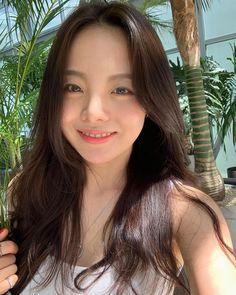 Image may contain: one or more people, tree, outdoor and closeup Jung Ji Woo, Jhope Sister, Korean Girl, Asian Girl, Girl Actors, Korean People, Foto Bts, Girl Crushes, Selena