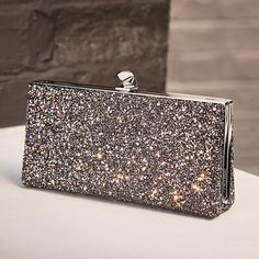 "11 mil Me gusta, 54 comentarios - Jimmy Choo (@jimmychoo) en Instagram: ""For show-stopping evening wear, look no further than the glitter encrusted CELESTE clutch—the…"""