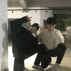 Korean Boys Ulzzang, Cute Korean Boys, Ulzzang Couple, Ulzzang Boy, Asian Boys, Cute Boys, Gay Lindo, Korean Couple Photoshoot, Boy Squad