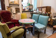 Ein Paradies für Hobby-Bastler und Vintage-Möbel Liebhaber! Dining Chairs, Furniture, Home Decor, Paradise, Living Room, Homes, House, Decoration Home, Room Decor