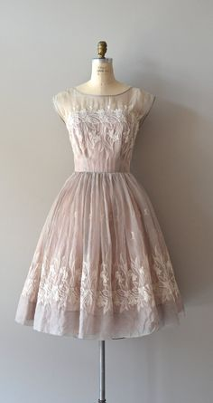 Love this 50's style vintage dress.