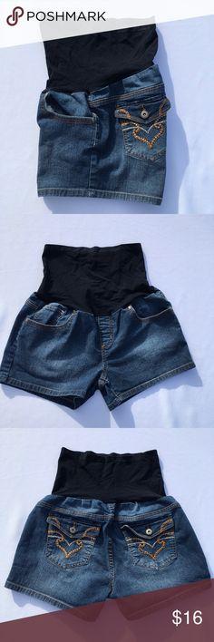 4afa6a0b6f9e8 Maternity Shorts Super Cute New Recruit Maturity shorts Size XL 5 pocket  78% cotton 20