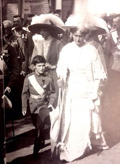.Александра  Федоровна  с  сыном  Алексеем.
