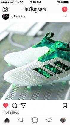 56ad8daa22 Oh my god those football boots Green cleats  soccer Chuteiras De Futebol