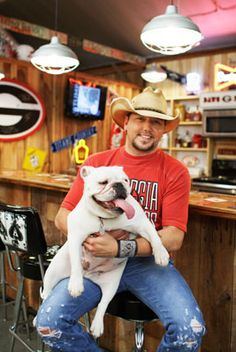 English Bulldogs are one of the most popular dog breeds for good reason. Here we showcase some celebrities and their English Bulldogs. Country Music Artists, Country Music Stars, Country Singers, Jason Aldean, Country Men, Country Girls, Country Strong, Bulldogs Ingles, Georgia Girls