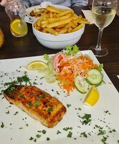 Recette de saumon mariné, grillé, mayonnaise à l'aneth (cuisine juive, Hanouka) Un plat facile et très rapide à cuisiner pour Hanouka (16 au 24 déembre 2014). Le poisson a toujours occupé une grande place dans la cuisine juive. Sur les marchés de Jérusalem, d'énormes quantités de poissons, en provenance de la mer de Galilée, se vendaient.