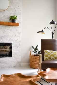 Hottest No Cost modern Stone Fireplace Popular Fantastic No Cost air Stone Fireplace Suggestions A Breath of Fresh Air Spring Home Tour 2019 – White Stone Fireplaces, Stone Fireplace Decor, Brick Fireplace Makeover, Rock Fireplaces, White Fireplace, Living Room With Fireplace, Fireplace Design, Living Room Decor, Fireplace Decorations