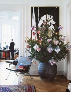 Alternative Christmas tree décor