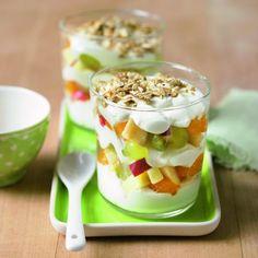 Fogyókúrázók figyelem! 9 szuperegészséges és diétás reggeli | Mindmegette.hu Cooking Humor, Garlic Bread, Fruit Salad, Smoothie, Oatmeal, Good Food, Pudding, Keto, Healthy