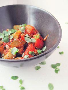 Sarjassamme ruokia jotka näyttävät vähän epämääräiseltä mössöltä mutta maistuvat hyvältä.. :)   Valmistus on harvinaisen helppoa, pilkkom...