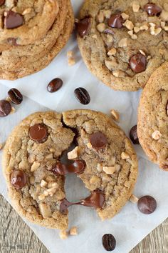 Cookie Flavors, Cookie Recipes, Dessert Recipes, Chocolate Toffee, Chewy Chocolate Chip Cookies, Espresso Dessert, Kinds Of Cookies, How Sweet Eats, A Table