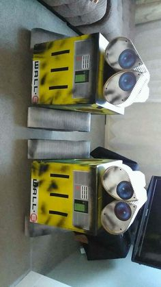Wall-E costumes made of cardboard