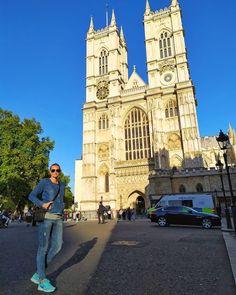 Opactwo Westminister, niezwykłe miejsce przesiąknięte historią zamkniętą w jednym budynku. Miejsce, którego nie można pominąć zwiedzając Londyn, warto poświęcić czas i zajrzeć do środka. Przepięknie położona, w sercu Londynu ❤️ Notre Dame, Building, Travel, Instagram, Historia, Viajes, Buildings, Destinations, Traveling