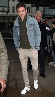 Eddie Redmayne from The Big Picture: Today's Hot Pics-I think this is casual men's style done right!  Redmayne's radio visit! The actor is seen entering BBC Radio One in London.