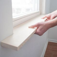 Window sill widening and trim DIY! Window sill widening and trim DIY! Image Size: 550 x 550 Source Home Improvement Projects, Home Projects, Pallet Projects, Home Renovation, Home Remodeling, Kitchen Remodeling, Kitchen Window Sill, Wood Window Sill, Window Sill Decor