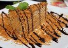 Как приятно на стол поставить испеченный своими руками торт. Медовик (без раскатывания коржей) - это блюдо чудесно не только по своим вкусовым качествам, но и по способу выпечки. На приготовление теста не требуется много времени. Ведь его не нужно замешивать, так как оно получается жидким. Но после того как торт испечется и пропитается вкусным кремом, от него невозможно будет оторваться. Такой получается ароматный, нежный и мягкий, что просто пальчики оближешь!