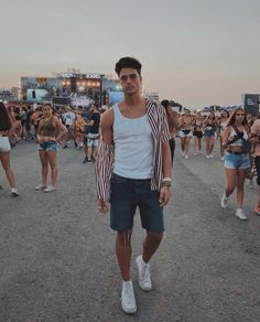 37 Trending Casual Summer Outfits For Men ⋆ talkinggames net is part of Music festival outfit men - 37 Trending Casual Summer Outfits For Men ⋆ Men Looks, Looks Cool, Coachella Outfit Men, Moda Converse, Summer Outfits Men, Casual Outfits, Men Casual, Rave Outfits Men, Outfits For Men