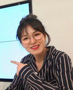 💐「@kimmiecla✌︎」💐 Wendy Red Velvet, Red Velvet Joy, Seulgi, Kpop Girl Groups, Kpop Girls, Ulzzang, Korean Birthday, Kim Yerim, Blue Orange