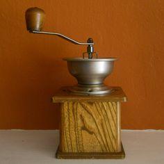 Vintage coffee grinder. I want one.