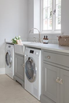 A calm colour palette along with plenty of storage is essential for hard working utility rooms, as seen here in this beautiful White House Project by @humphreymunson featuring our Athenian mixer in chrome with white porcelain lever handles 📸 @paullmcraig #perrinandrowe #utilityroomdesignideas #utilityroom #laundryroom #marblesurfaces #whitemarble #modernhomedesign #moderninteriors #realhomeinspiration Boot Room Utility, Small Utility Room, Utility Room Designs, Small Laundry, Utility Room Ideas, Laundry Room Organization, Laundry Room Design, Laundry Rooms, Laundry Storage