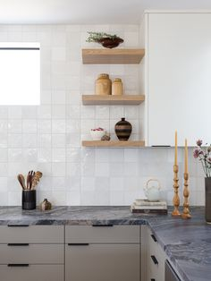Marble Countertops Aren't Actually Impractical—Take This Designer's Word for It Taupe Kitchen, Kitchen Tile, Kitchen Decor, Kitchen Cabinets, Neutral Cabinets, Beach Kitchens, Small Kitchens, Large Table Lamps, White Oak Floors