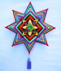 Mandala Estrela (30 cm) - Kamomilla Mandalas Weaving Art, Loom Weaving, God's Eye Craft, Gods Eye, Weaving Techniques, Diy Wall Art, Mandala Design, String Art, Yarn Crafts