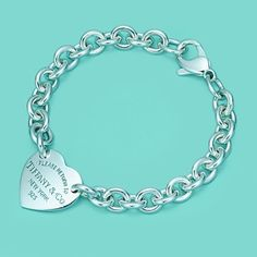 Pulsera con placa estilo corazón Return to Tiffany™ de plata fina.