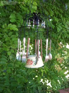 garden art from junk   Trash to Treasure: curvesarein picture (New Garden Art)