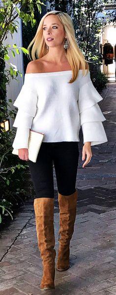 #winter #fashion / Knit del hombro Off White / Black Skinny Jeans / Botas Brown OTK